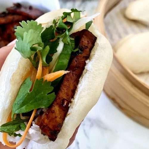 Bao buns vegan au tofu caramélisé