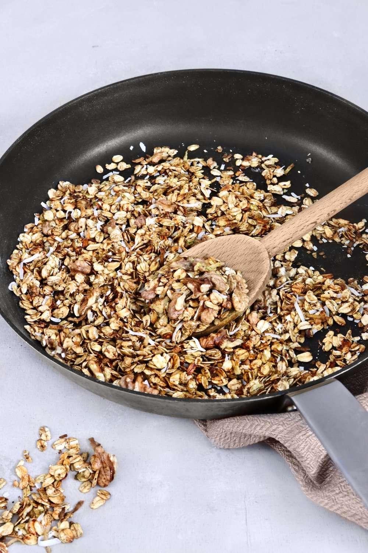 Granola aux noix à la poêle