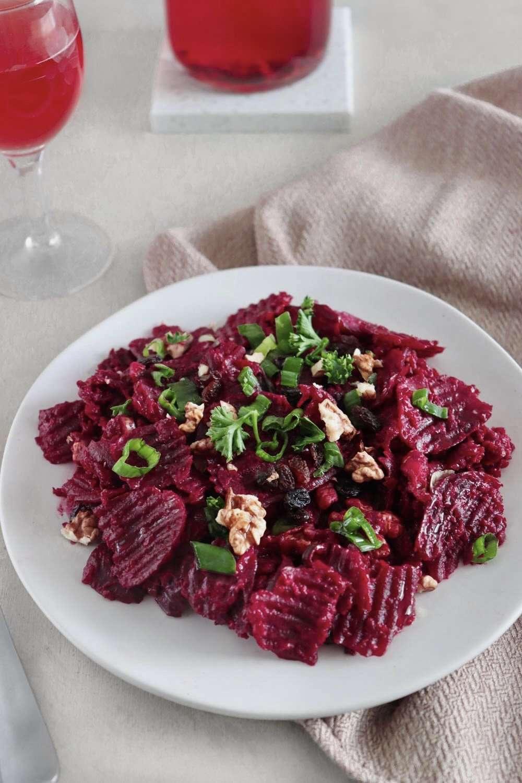 Salade de betteraves et sauce crémeuse au tahini